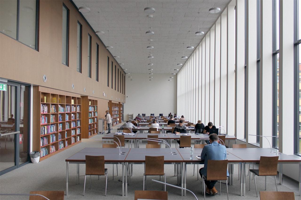 Studienzentrum-Und-Bibliothek-Der-Technischen-Universitaet-Breslau_Friedemann-Rentsch-Architektur_12
